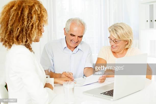 Couple Senior réunion avec le Conseiller financier.