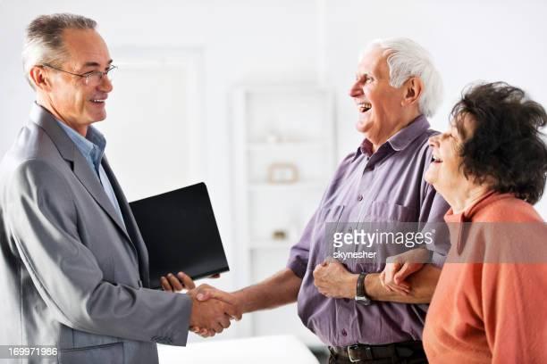 couple Senior réunion avec le Conseiller financier