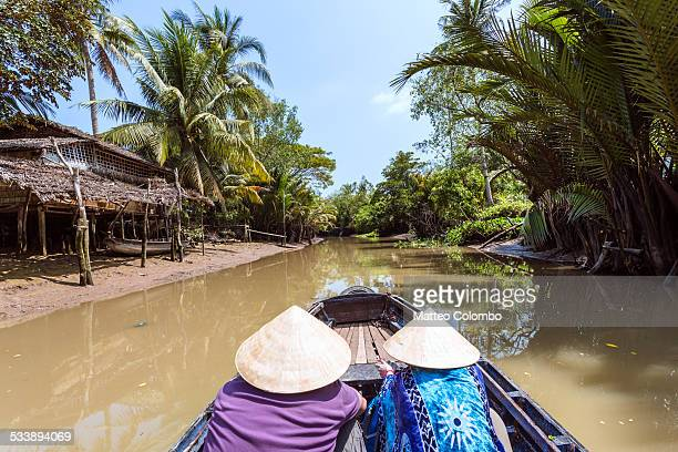senior couple of tourist on a boat in the mekong - provinz can tho stock-fotos und bilder