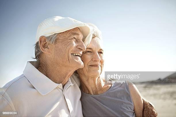 senior couple on beach - coppia anziana foto e immagini stock