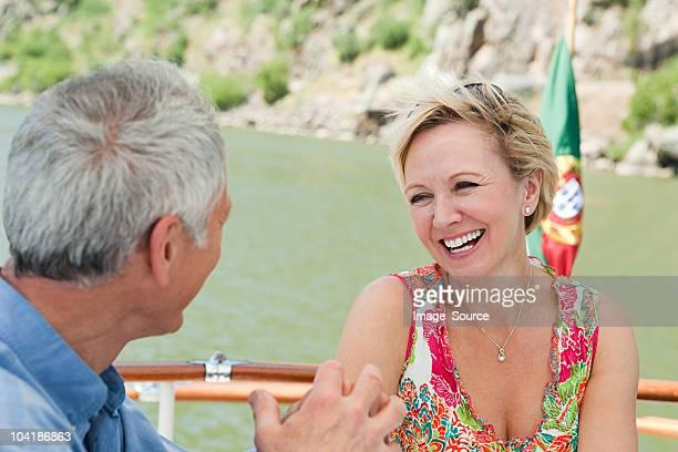 Casal Idoso no barco de Férias