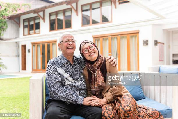 senior couple - disruptaging stock pictures, royalty-free photos & images