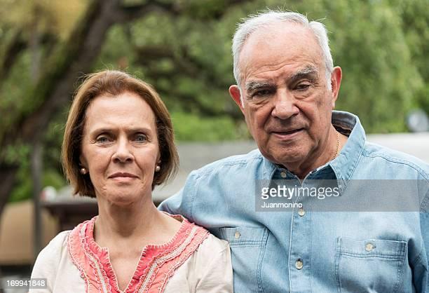 年配のカップル(集中男性)