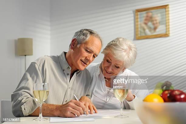 couple Senior Révision de documents