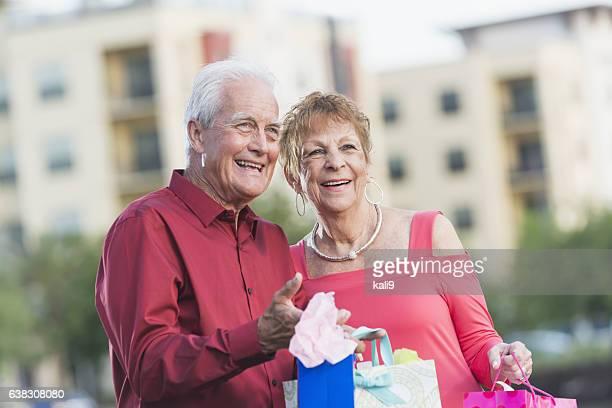 Altes Paar Einkaufen