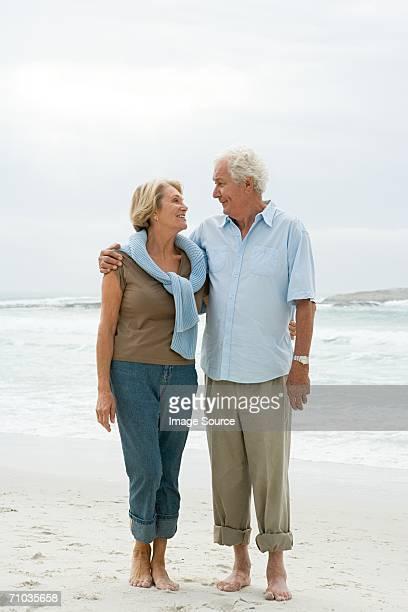 Altes Paar auf einer Strand