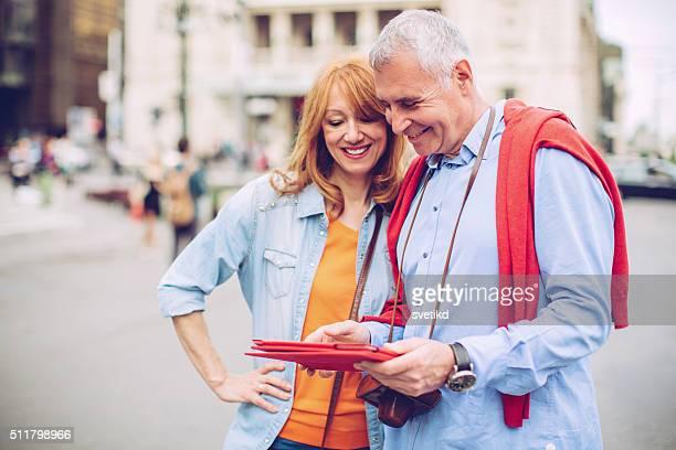 Senior pareja viaja