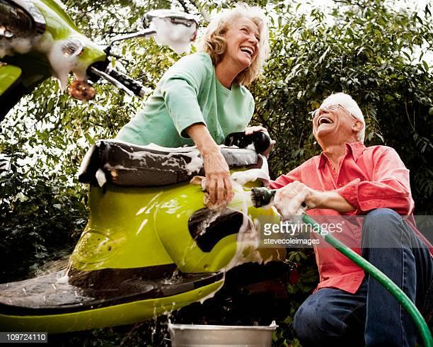 Coppia Senior lavare verde Scooter