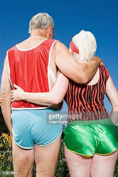 senior couple wearing shorts - bunda imagens e fotografias de stock