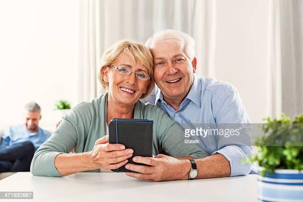 senior couple with e-reader - izusek stockfoto's en -beelden