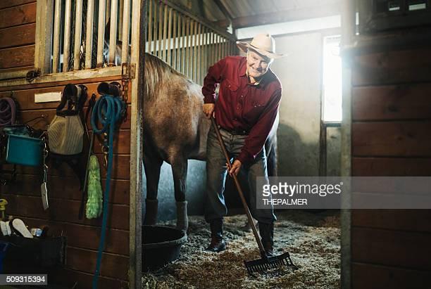 Alter Cowboy Reinigung der stabile