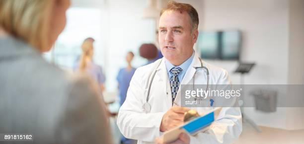 先輩医師に合わせてチャット