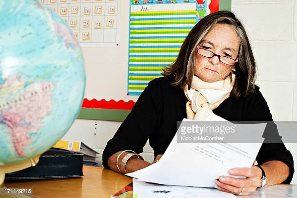 Senior elementaren Hausaufgaben Lehrer Korrektur
