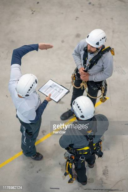 senior engineer is giving training - safety equipment stock pictures, royalty-free photos & images