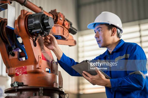 senior engineer testing of an industrial robot accuracy and repeatability in off and online by using digital tablet. factory automation and lean manufacturing concepts. - smart stock pictures, royalty-free photos & images