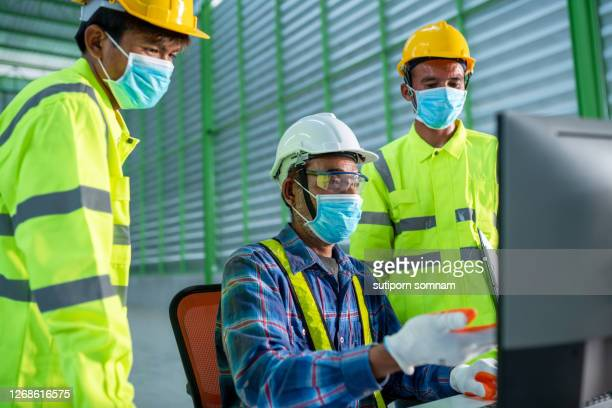 senior engineering training course in the uniform - 578105427 stock pictures, royalty-free photos & images