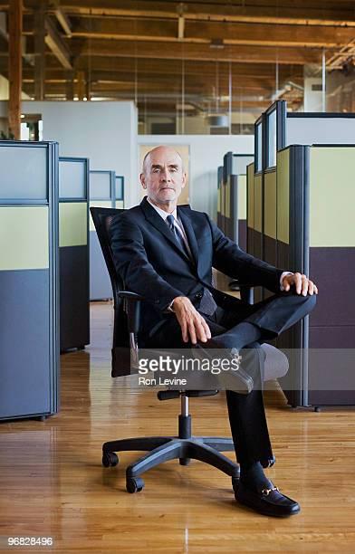 senior executive sitting on a swivel chair - 足を組む ストックフォトと画像