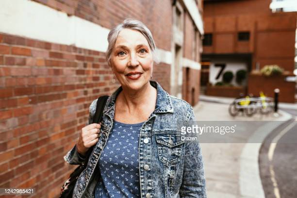 senior female tourist in london - northern european descent stock pictures, royalty-free photos & images
