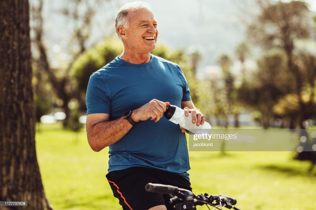 Senior fitness man drinking water : Stock Photo