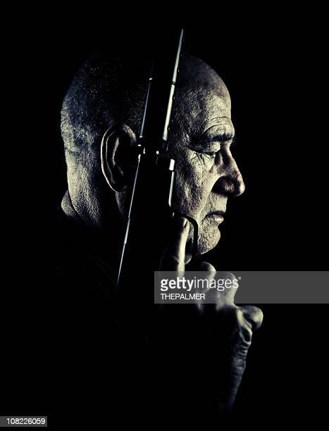 sênior assassino - assassino - fotografias e filmes do acervo