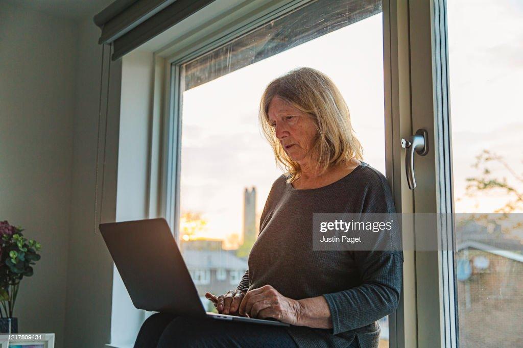 Senior lady on laptop - negative emotion : Stock Photo