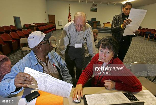 Senior Leon Washington is helped by volunteers Jesse Meadows Rebecca Cox and Gigi Crowder as he signs up for the new Medicare drug prescription...