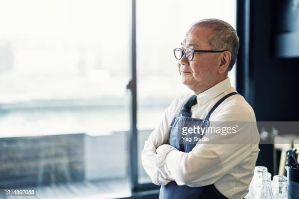 senior male owner working in cafe - ワーキングシニア ストックフォトと画像