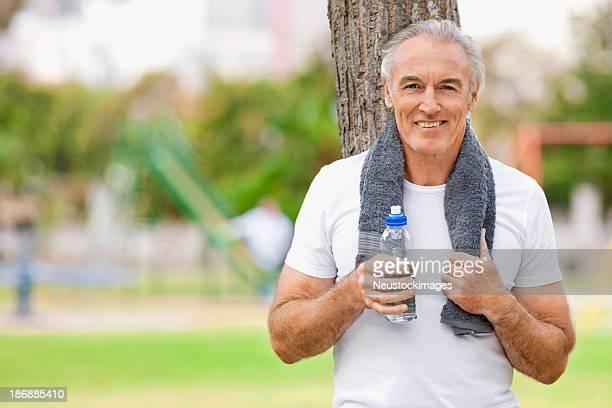 Alter Mann nach dem Training