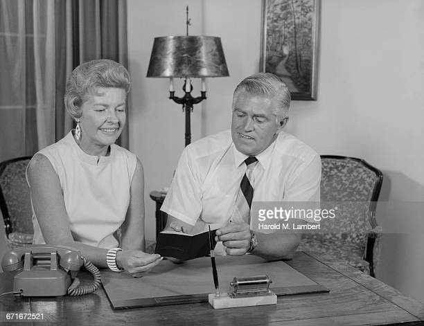 senior man and woman at desk at home - {{relatedsearchurl(carousel.phrase)}} ストックフォトと画像