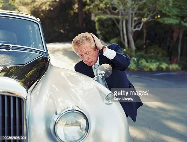 senior man checking hair in car mirror - ijdel stockfoto's en -beelden