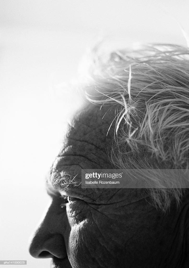 Senior man, close-up on forehead, side view. : Stockfoto