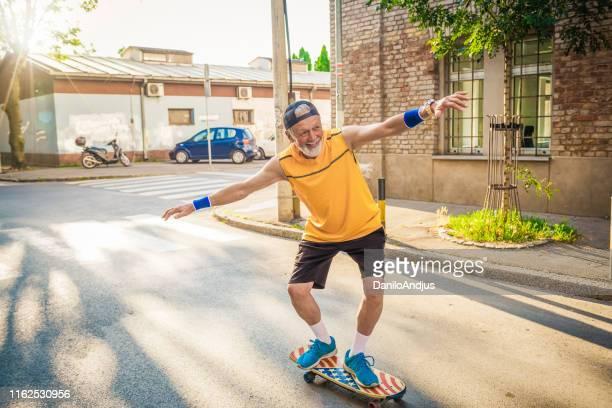 退職を楽しむ先輩男性 - 気が若い ストックフォトと画像
