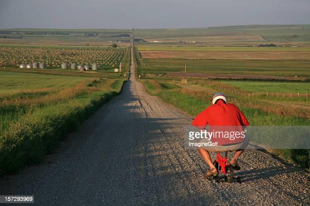 senior man going for a bicycle ride on tiny bike - onwetendheid stockfoto's en -beelden