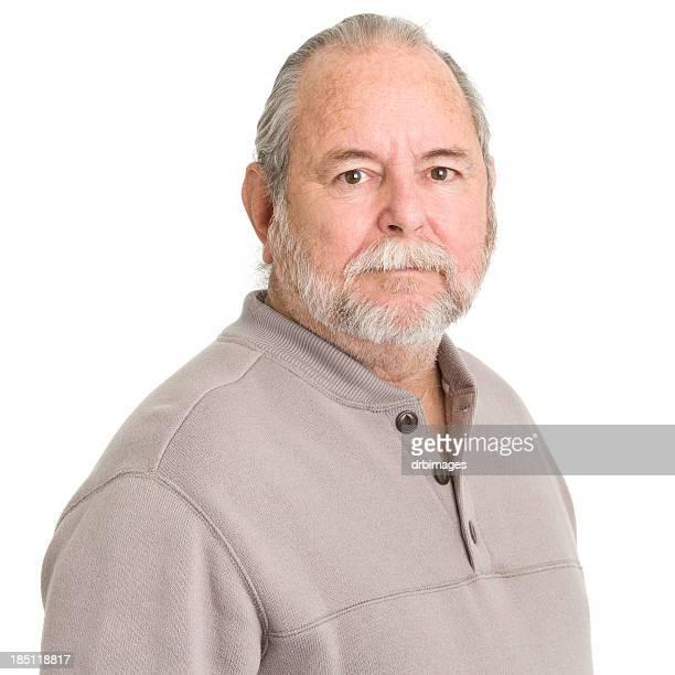Senior homme regardant l'objectif