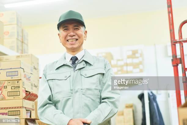senior man manager in supermarket (stock control) - ワーキングシニア ストックフォトと画像