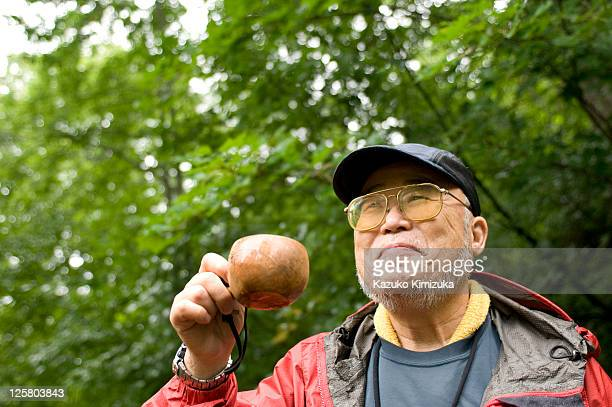 a senior man - kazuko kimizuka stock pictures, royalty-free photos & images