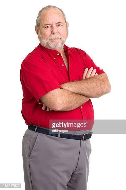 Senior homme posant avec les bras croisés