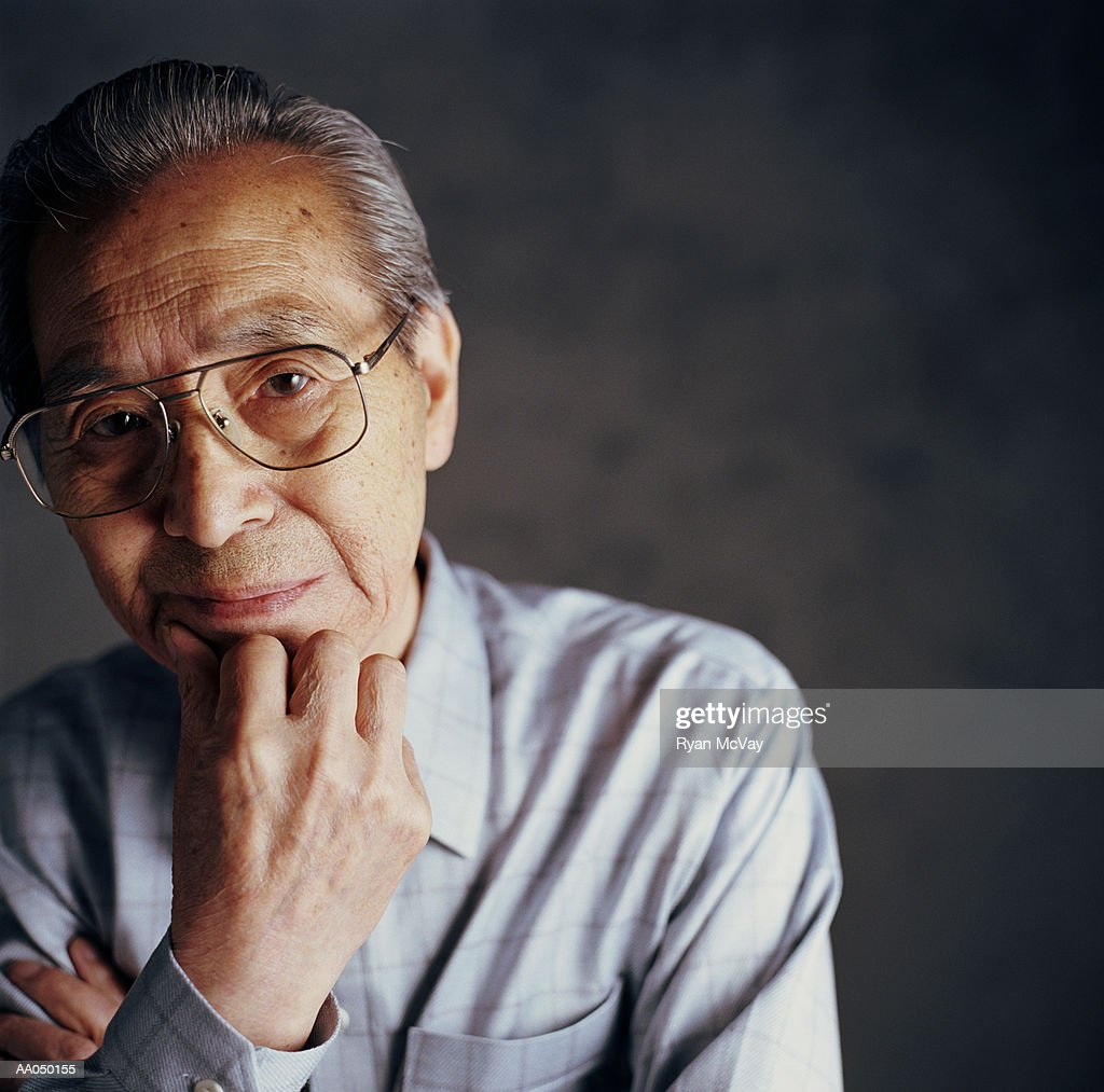 Senior man resting chin on hand, close-up, portrait : Stock Photo
