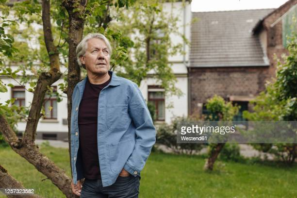 senior man standing in a rural garden looking up - waist up stock pictures, royalty-free photos & images