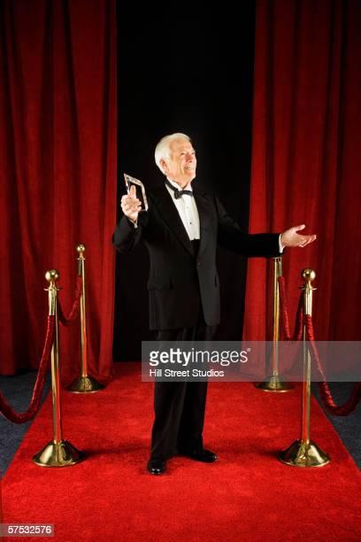 senior man standing on the red carpet - winners podium stockfoto's en -beelden