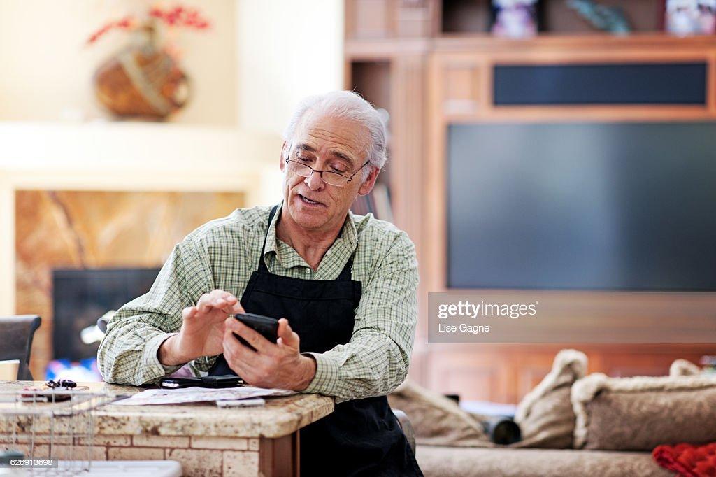 Senior man texting : Stock Photo