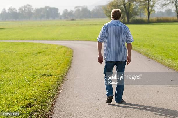 senior homme marche
