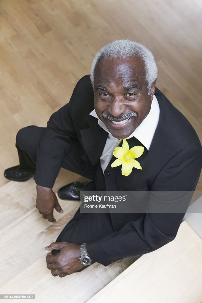Senior man with flower on suit, elevated view : Foto stock