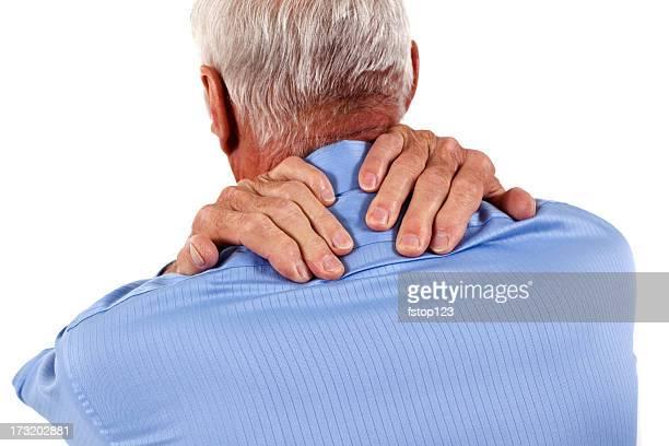 Alter Mann mit Hände Reiben Schultern und Hals Schmerzen
