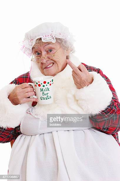 senior signora santa claus bere latte e con il lancio di the bird - mamma natale foto e immagini stock
