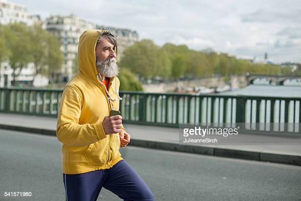 Senior pour courir dans la ville