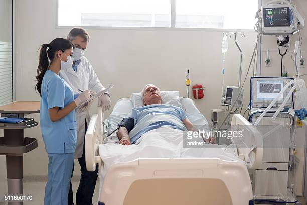 senior patient at the icu - intensive care unit stock pictures, royalty-free photos & images