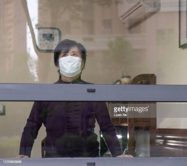 senior people lockdown at home - liyao xie stockfoto's en -beelden