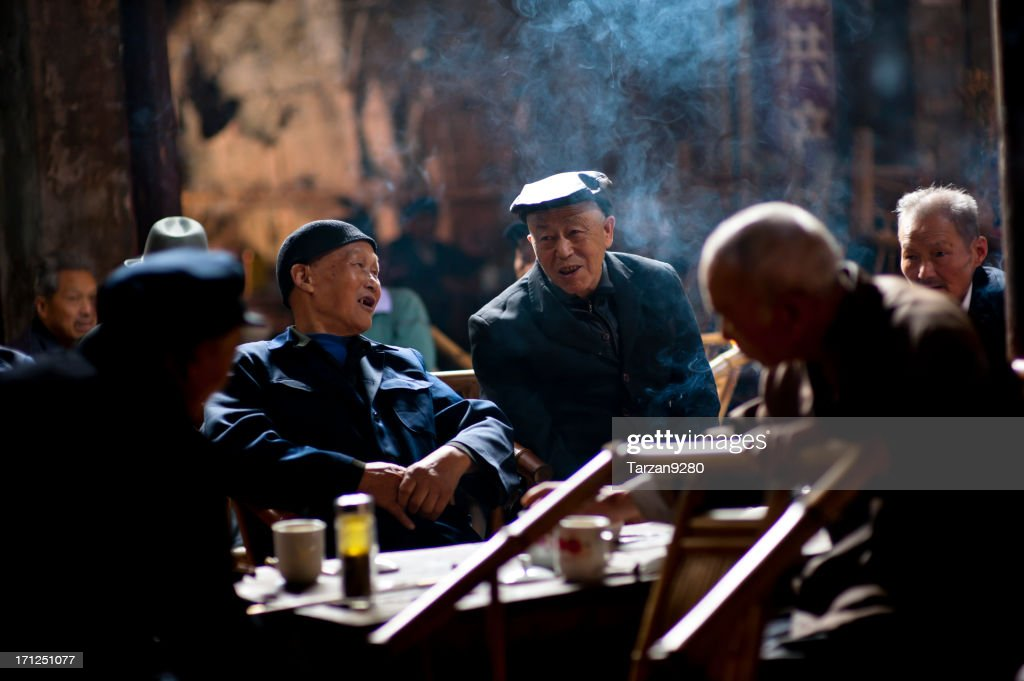 Senior people relaxing in traditional tea house, Chengdu, China : Stock Photo