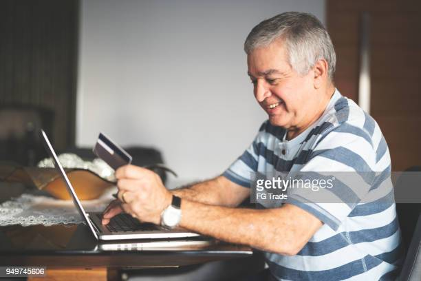 Senior purchasing some itens on the internet